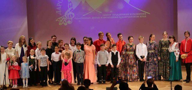 На сцене Камчатского колледжа искусств состоялся ежегодный отчётный концерт Центра «Дарования Камчатки», 28.11.2018